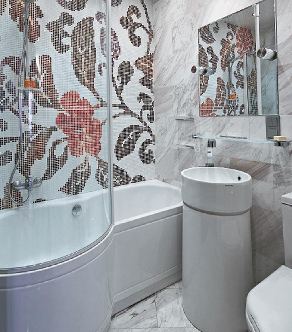 Цветочная мозаика в ванной