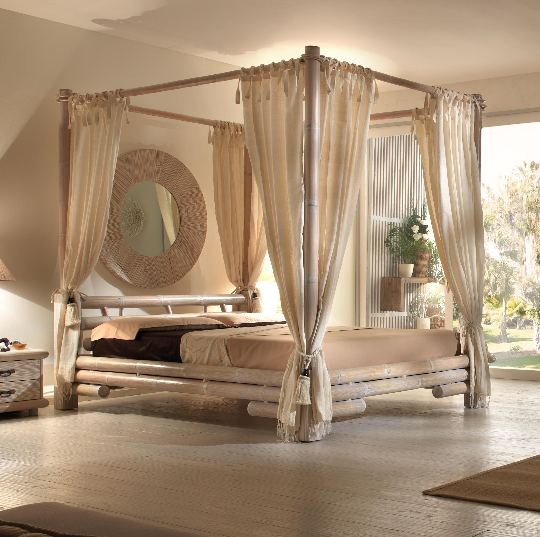 Балдахин над кроватью из бамбука