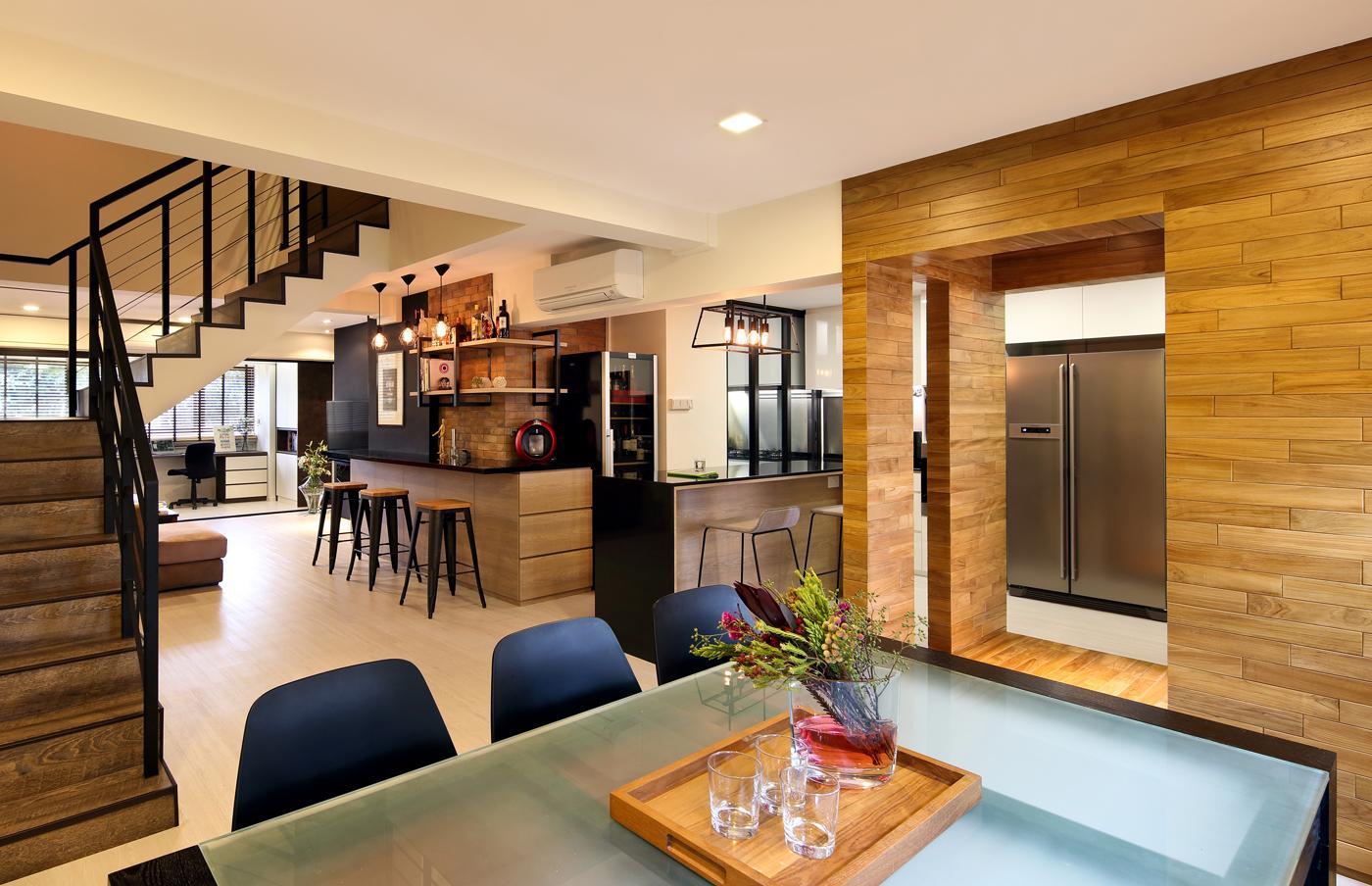 Двухуровневая квартира с отделкой из дерева
