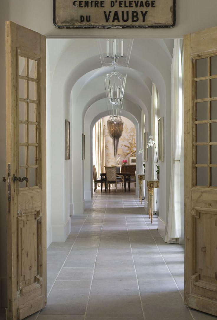Дизайн коридора с аркой прованс