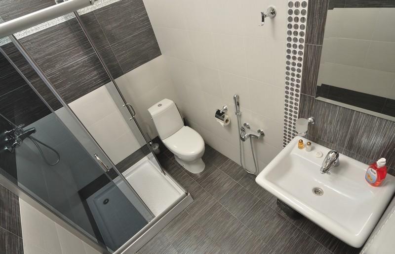 Черно-бежевая ванная комната