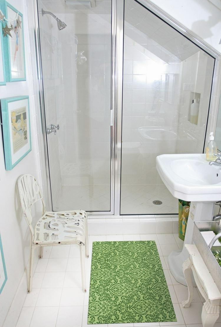 Маленькая ванная комната на мансарде