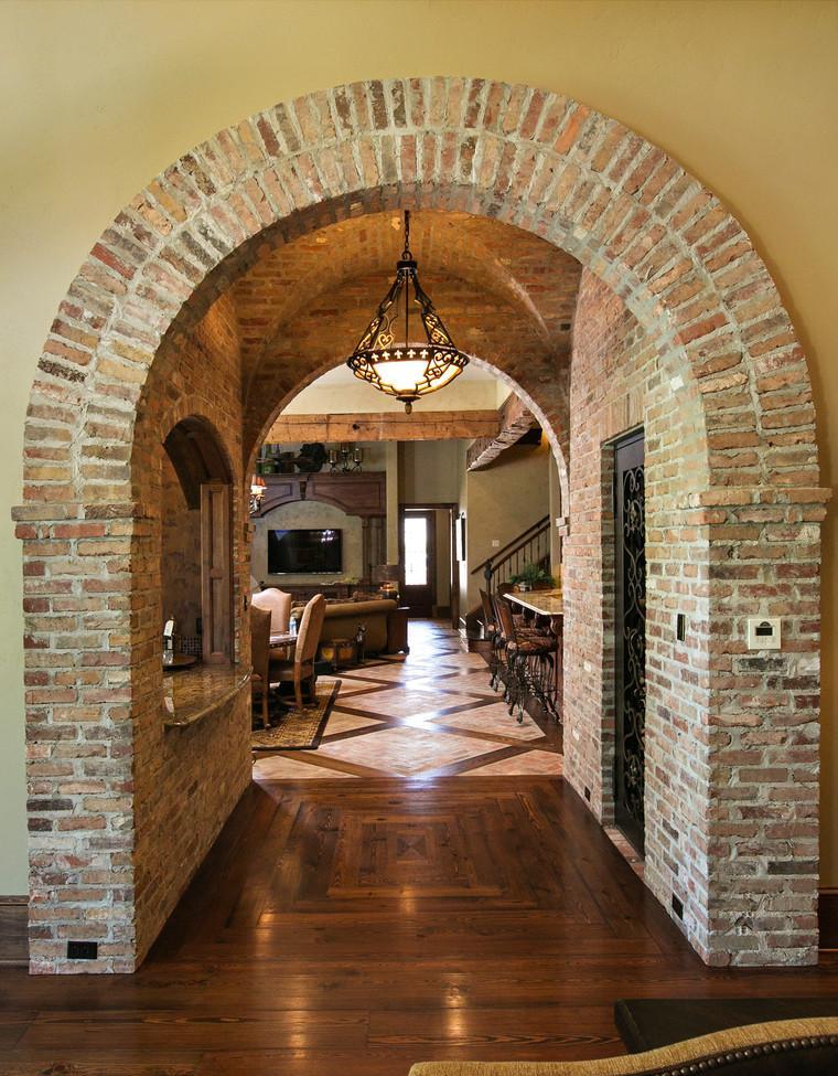 Дизайн коридора с аркой кирпичной