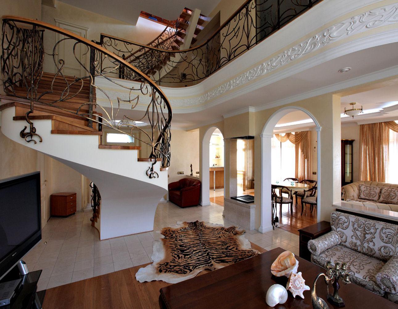 Гостиная в доме в стиле модерн