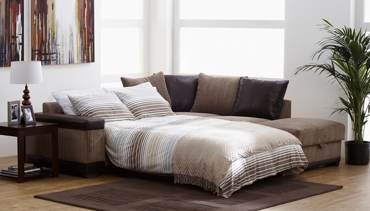 Выкатной полосатый диван