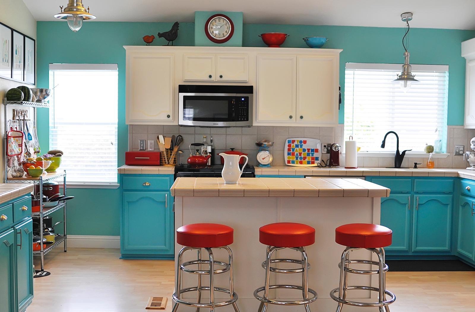 Голубая кухня 14 кв. м