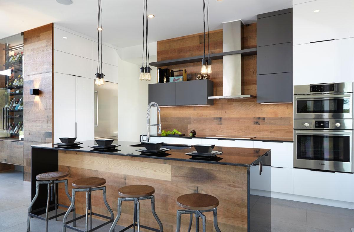 Кухня из дерева 14 кв. м