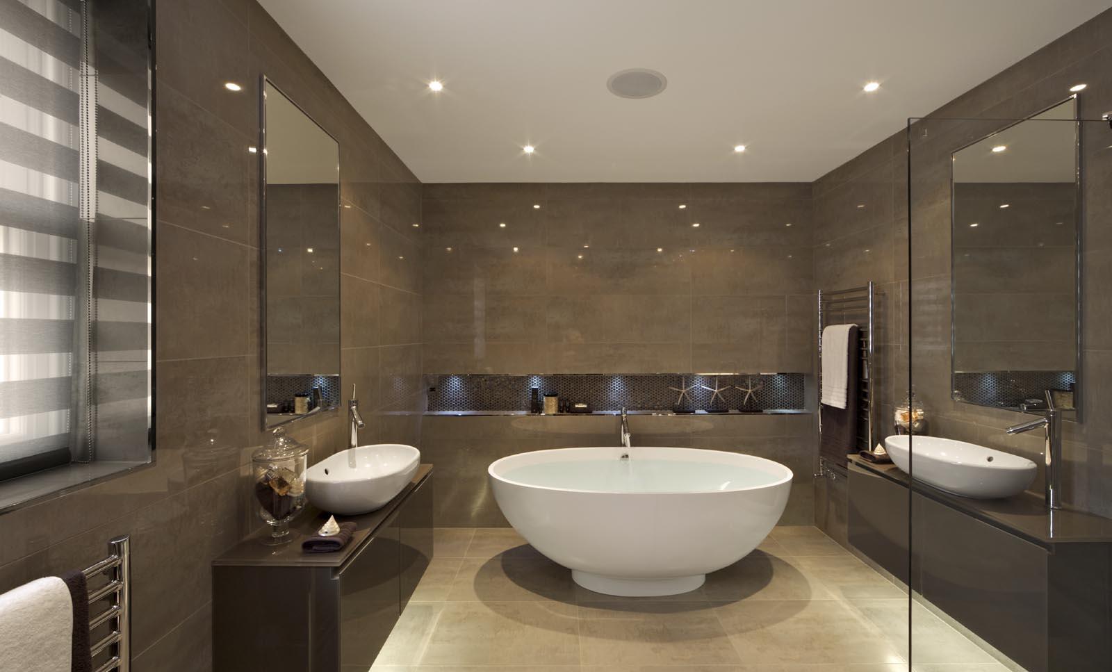 Современная коричнево-белая ванная комната без унитаза