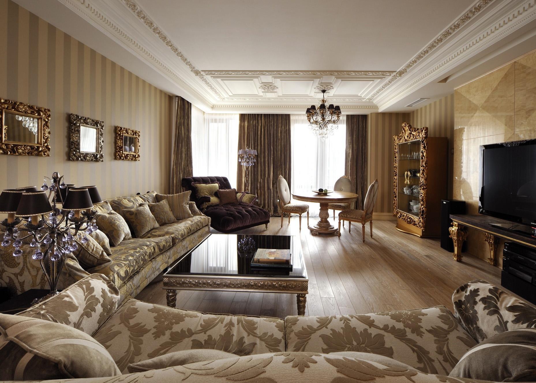 Бело-коричневая гостиная в классическом стиле