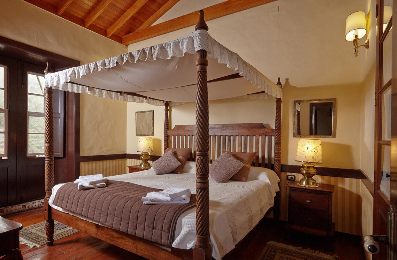 Балдахин над кроватью в стиле кантри