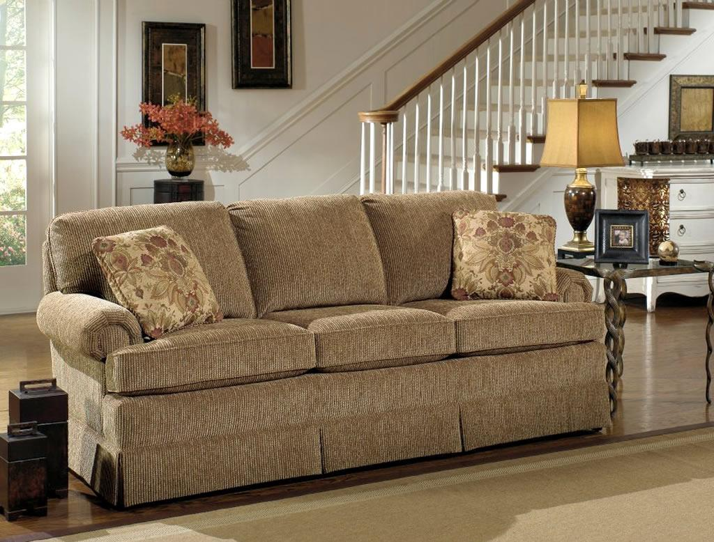 Пружинный диван с вельветовой обивкой