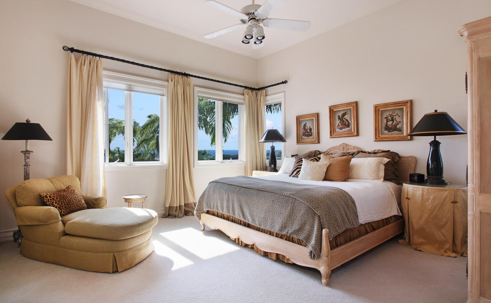 Спальня в стиле кантри в коричнево-бежевых тонах