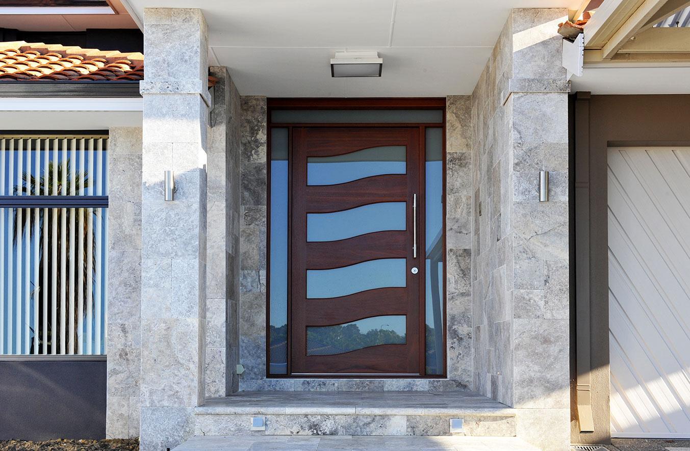 Входная дверь с расширителем