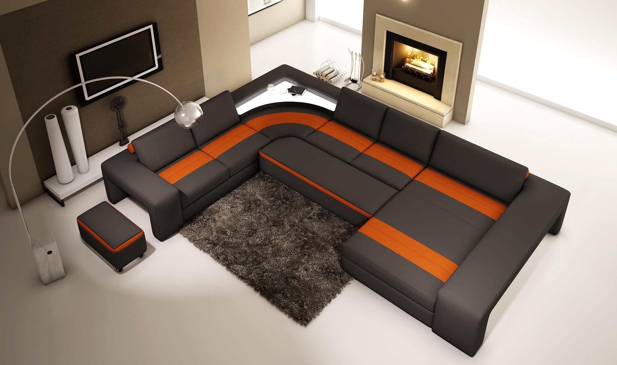 Черно-оранжевый диван с оттоманкой в гостиной с камином