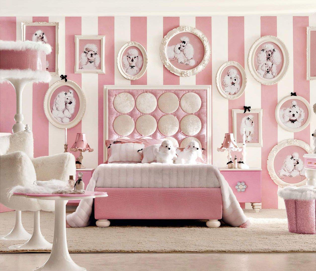 Розово-белая детская спальня