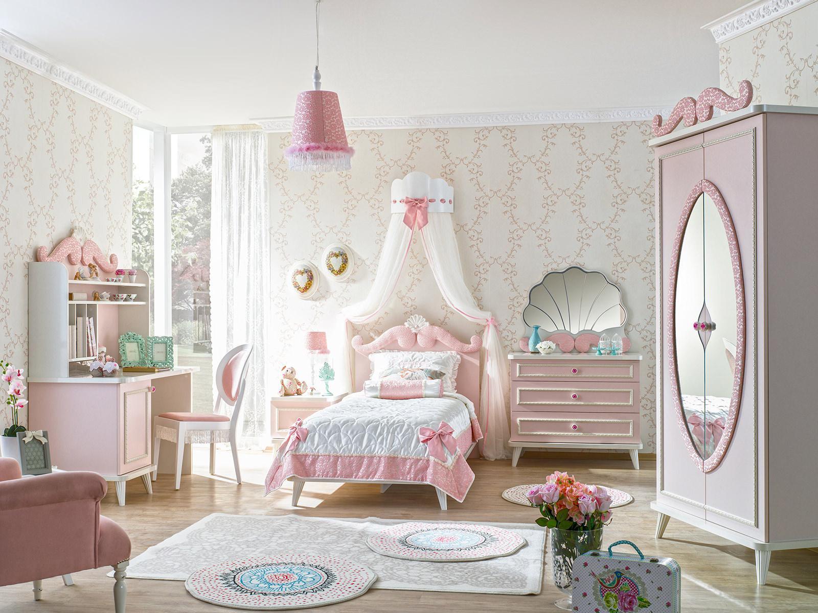 Красивый балдахин в детской комнате для девочки