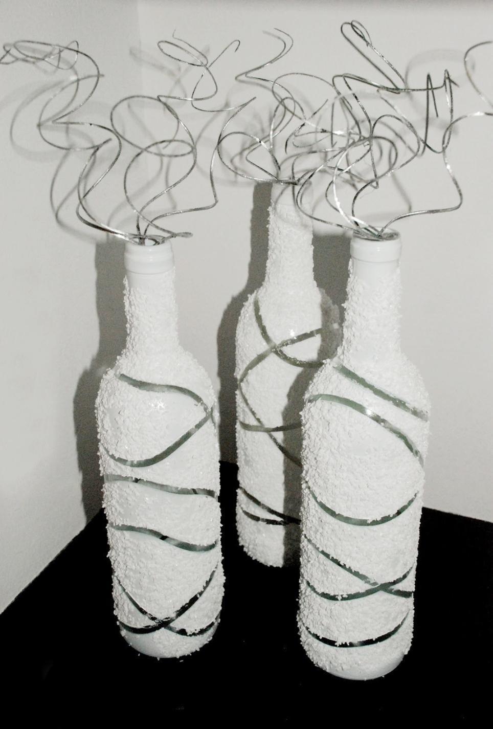 Необычное оформление белых бутылок