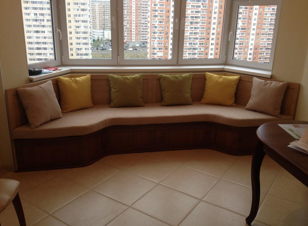 Эркерный диван на кухне