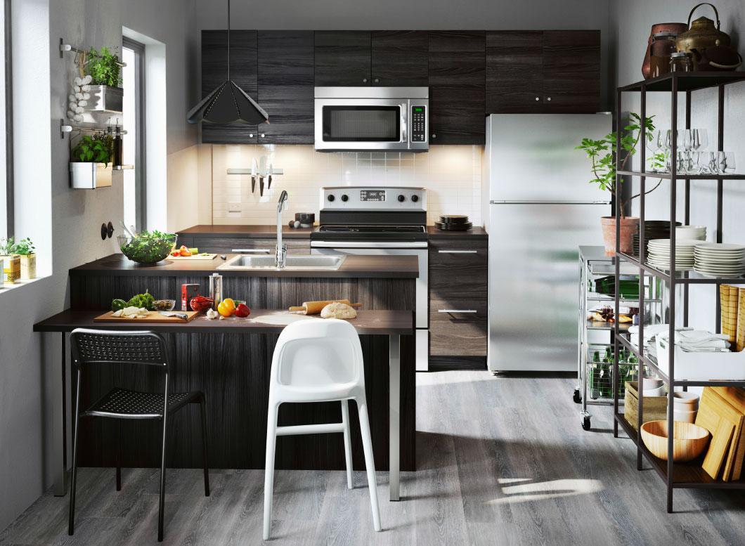 Расположение холодильника в кухонном гарнитуре