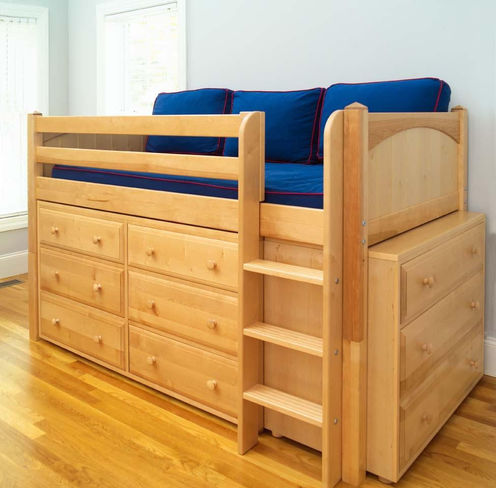 Детская кровать с бортиками из массива сосны