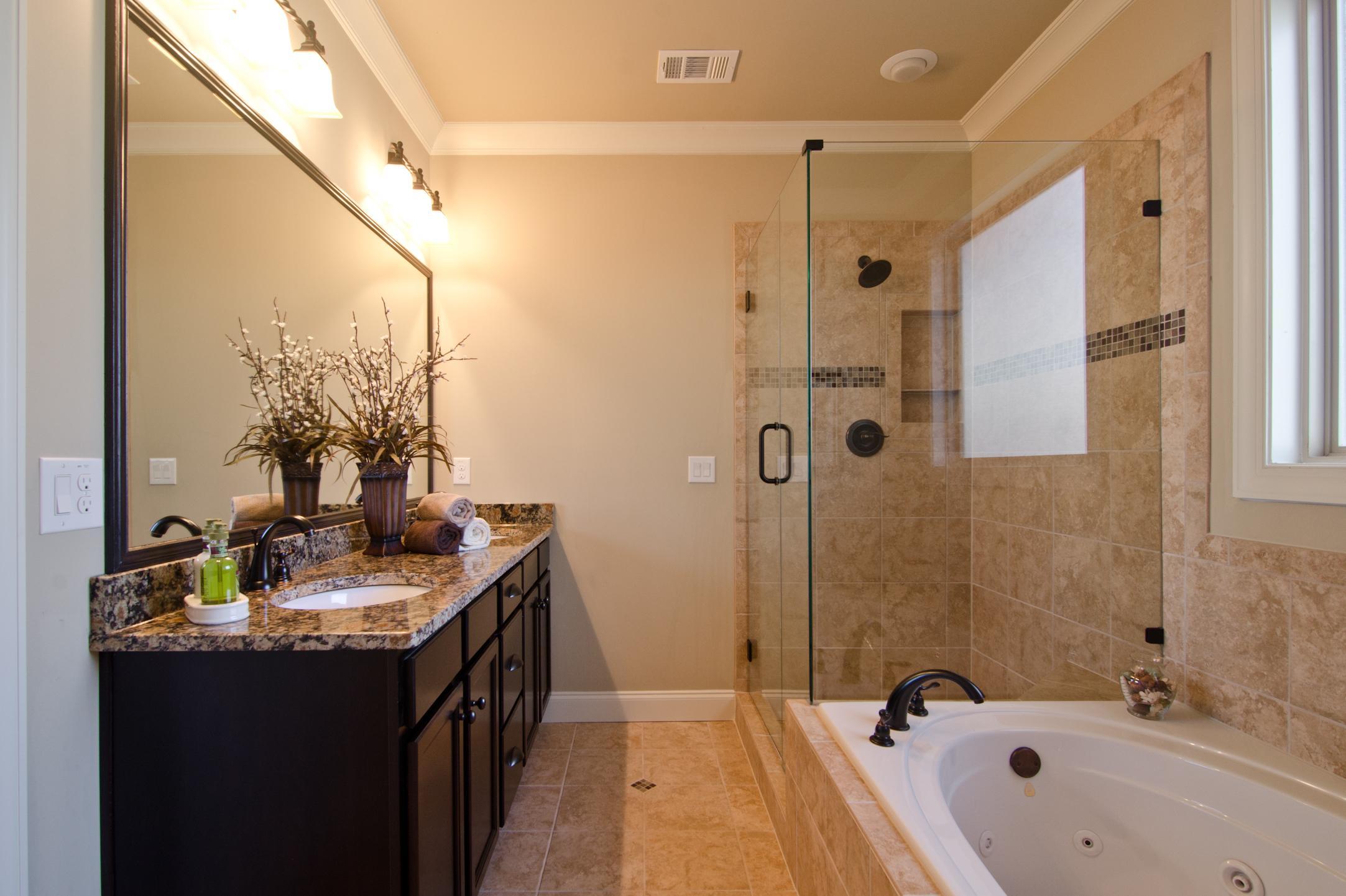 Светлая ванная без унитаза