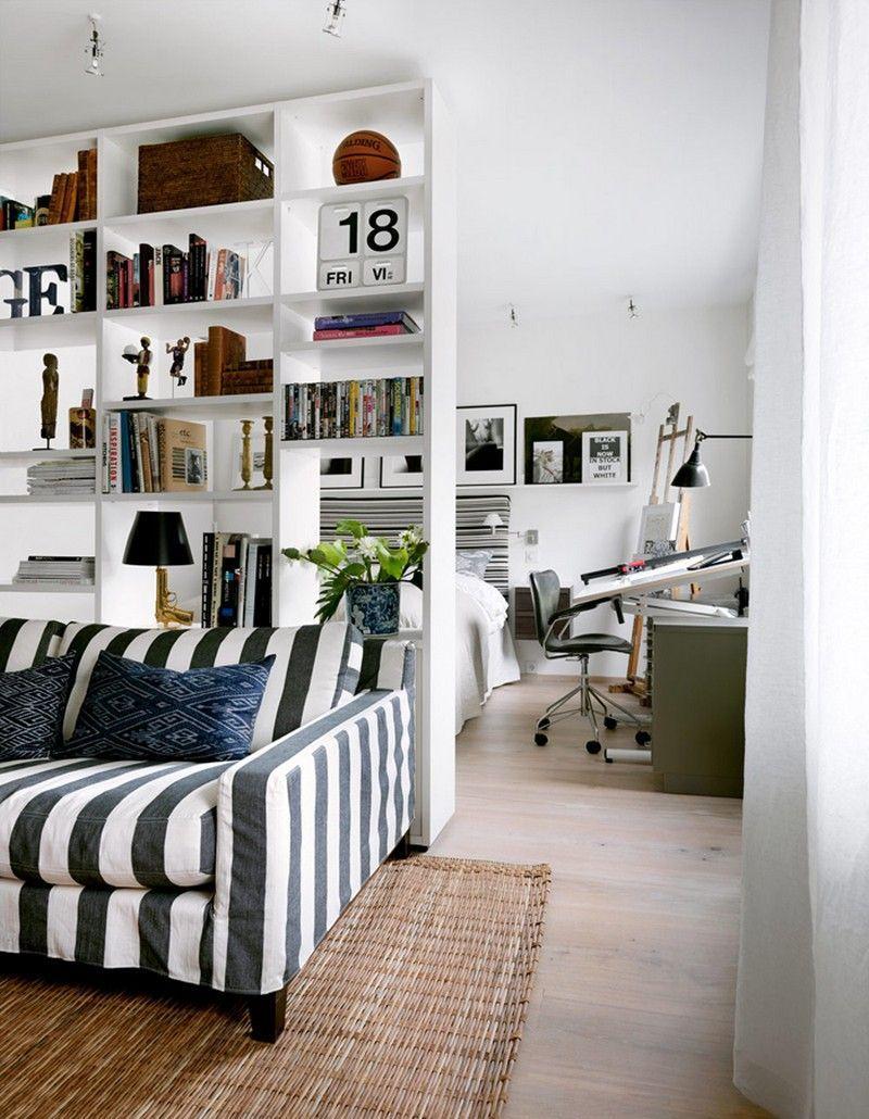 Белый стеллаж в зонировании квартиры