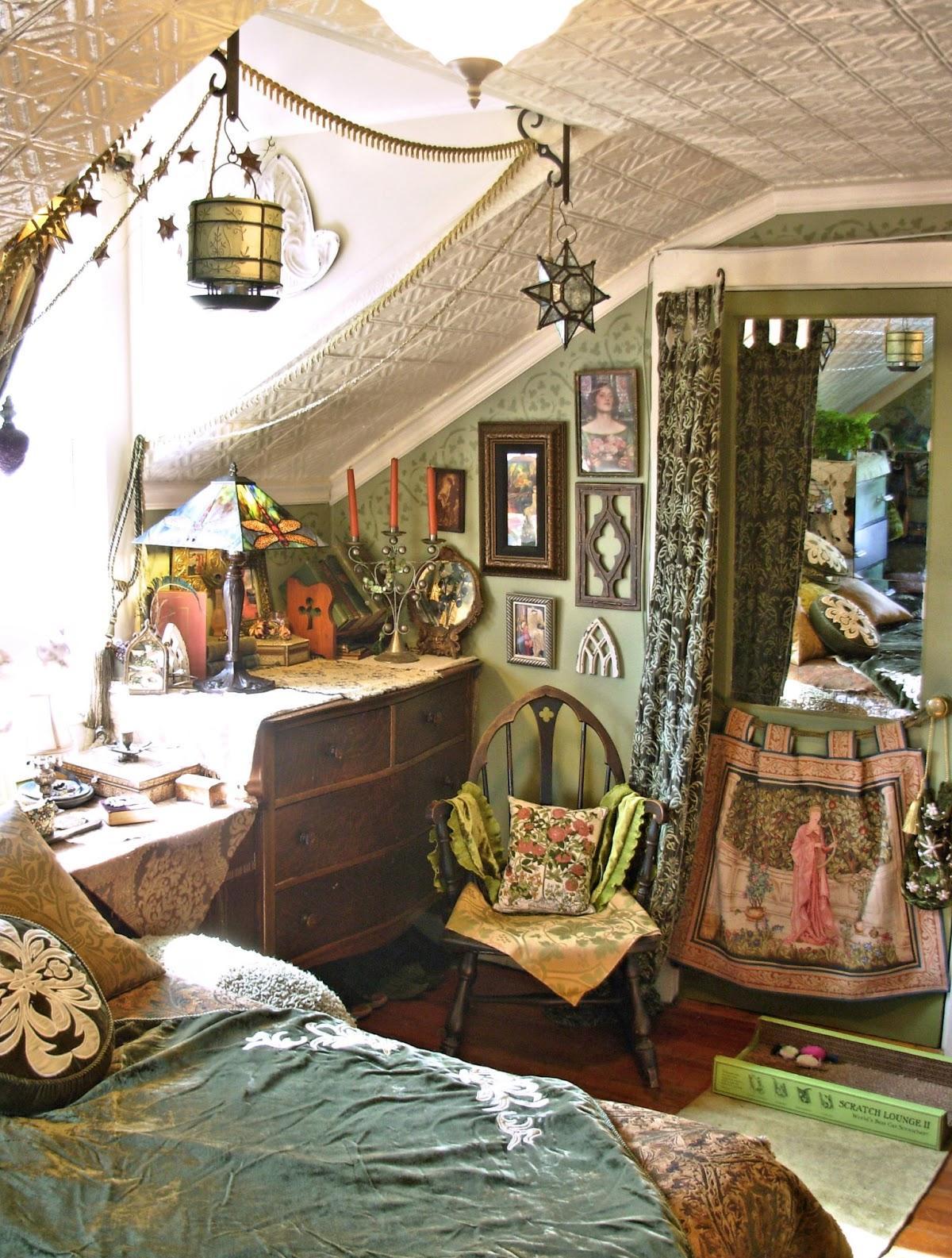 Мансардная спальня в бохо стиле