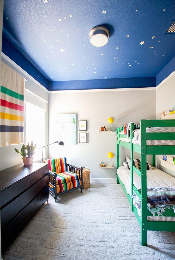 Детская комната в хрущевке со звездным небом