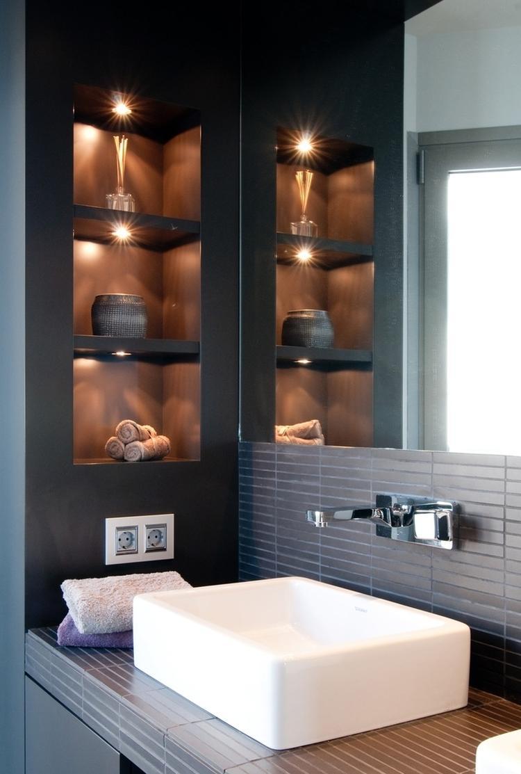 Маленькая ванная комната черная