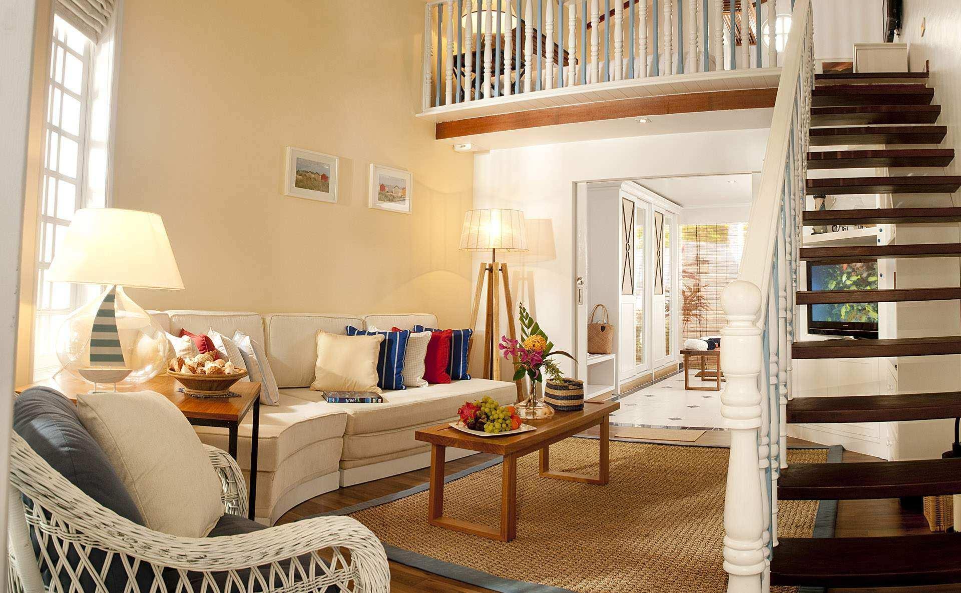 Лестница в деревенском стиле в доме