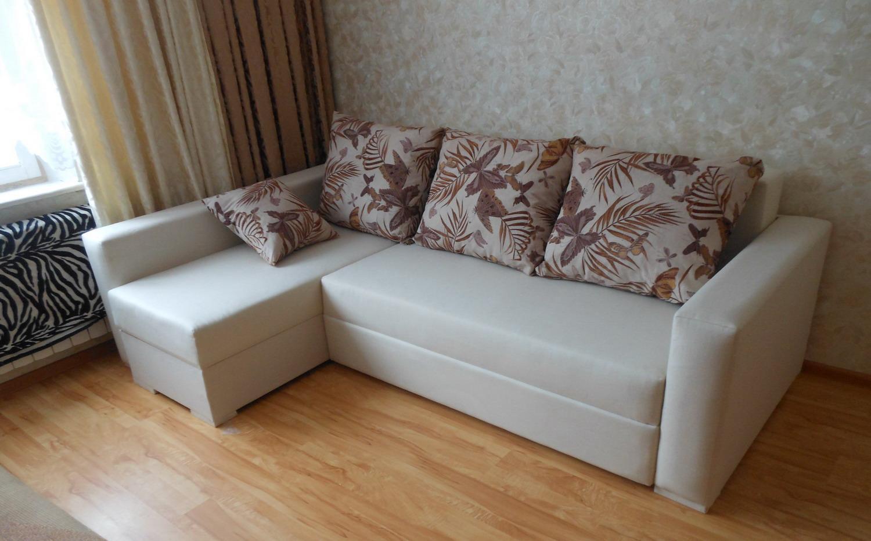 Пружинный диван из кожи