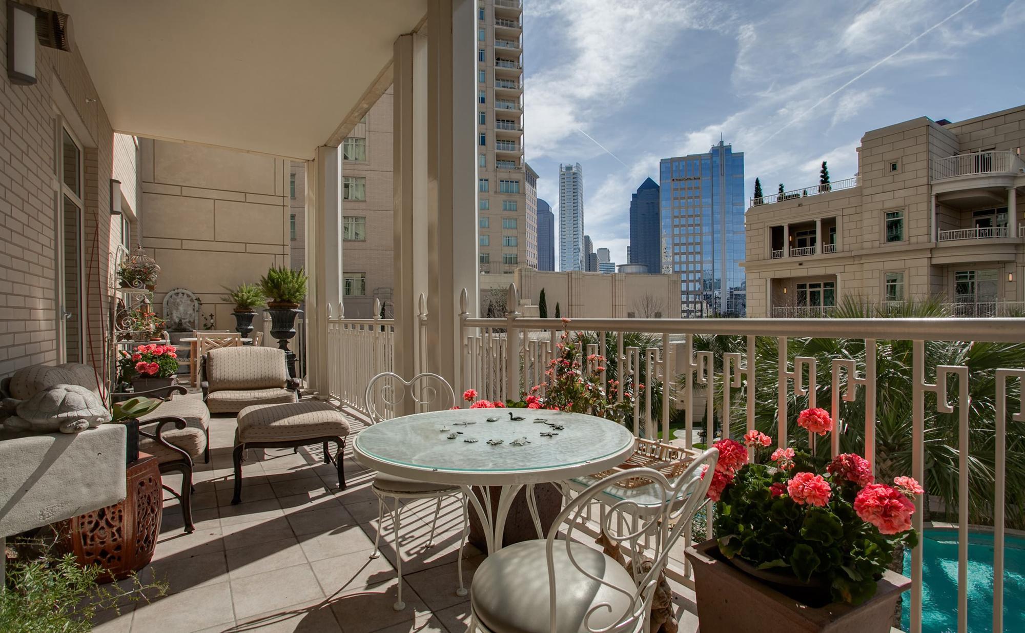 Балкон в городской квартире может стать островком спокойствия