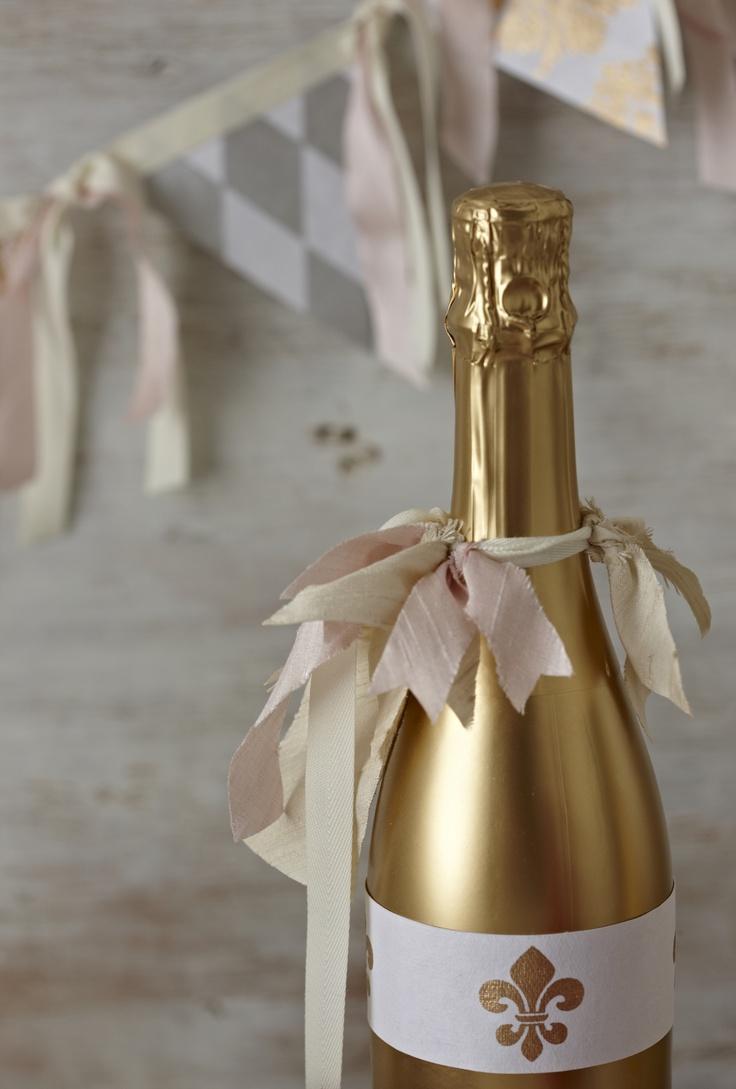 Декупаж бутылки шампанского золотой краской
