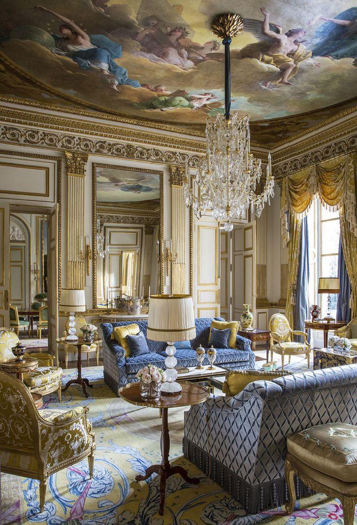 Роспись на потолке гостиной в классическом стиле