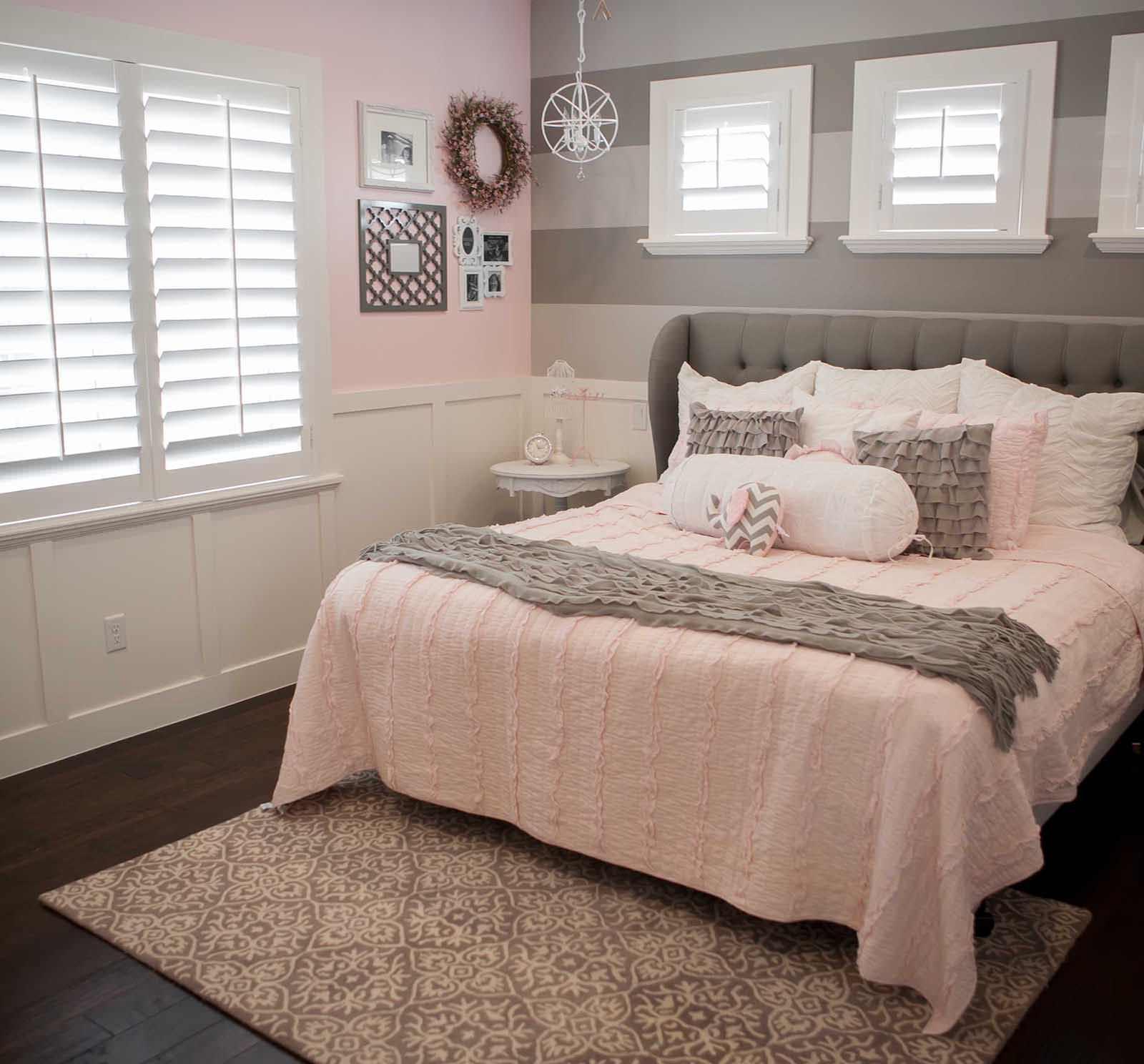 Розово-серая пастельная спальня