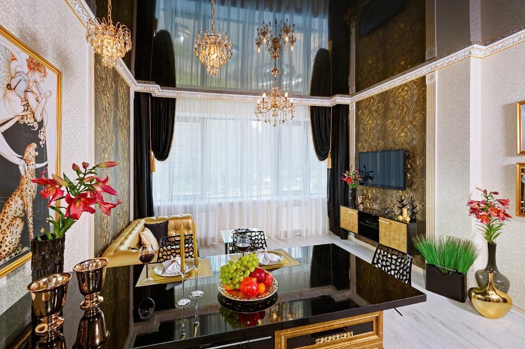 Потолок гостиной в классическом стиле