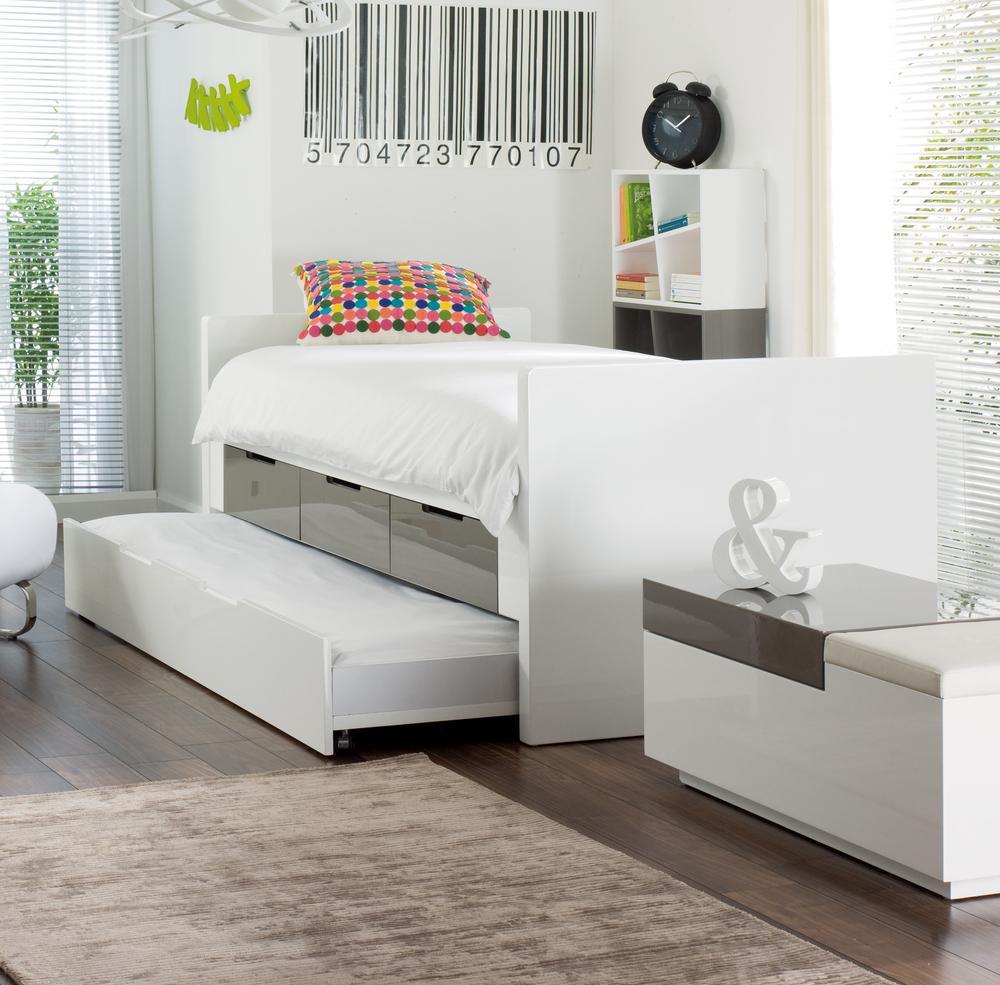 Выдвижная глянцевая кровать