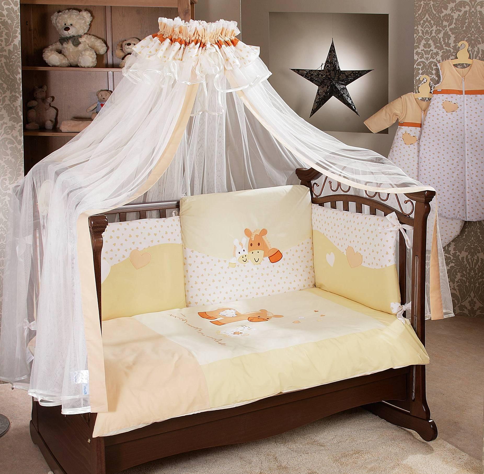 Красивый балдахин над детской кроваткой