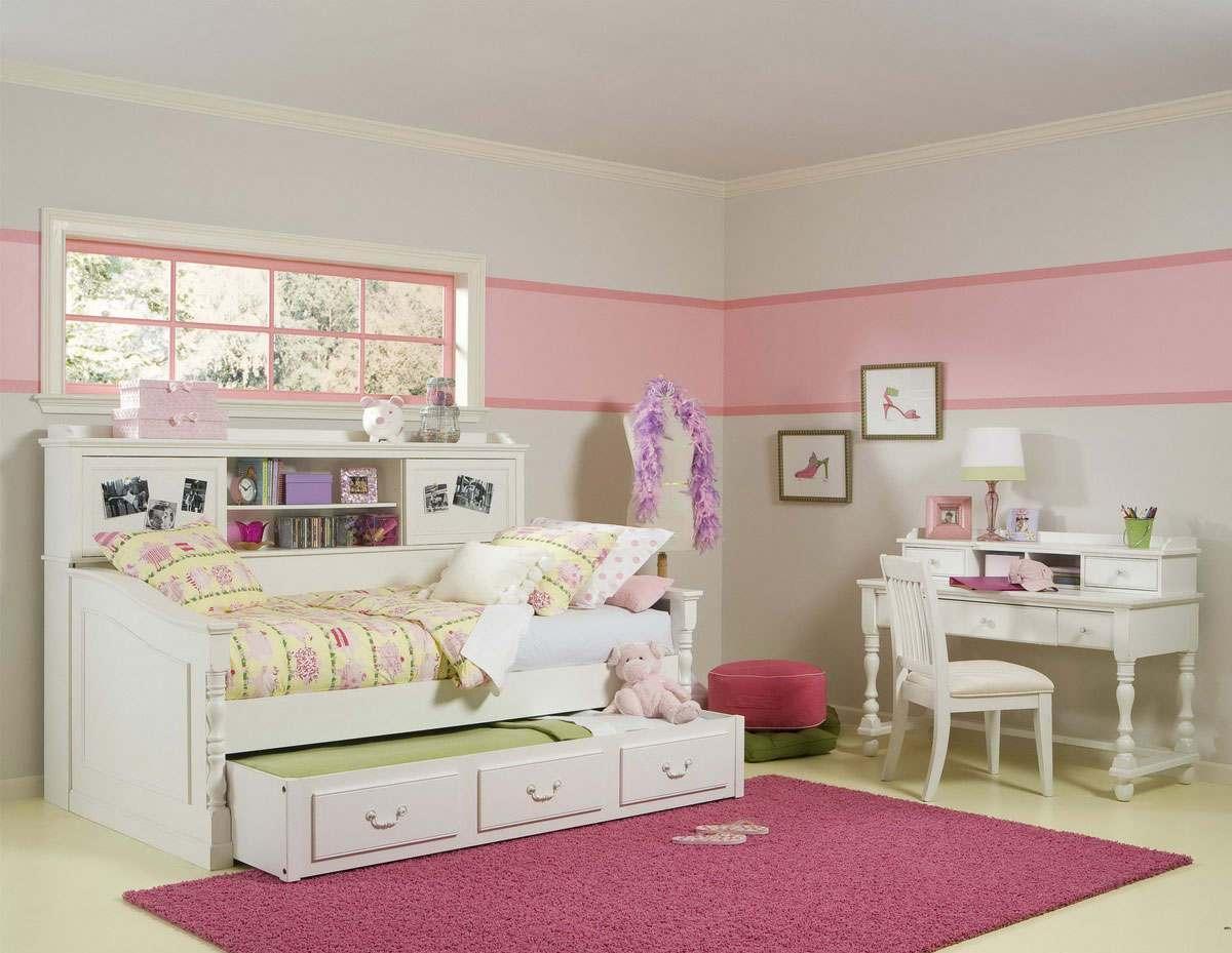 Резной диван для девочки