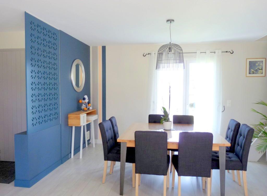 Голубая гостиная с перегородкой