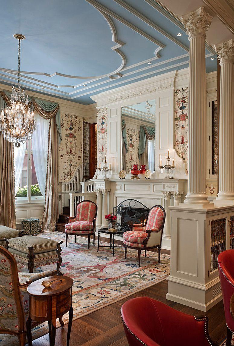 Голубой потолок в гостиной в классическом стиле