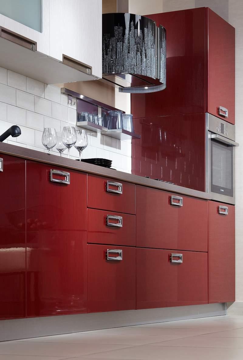 Красно-белый кухонный гарнитур