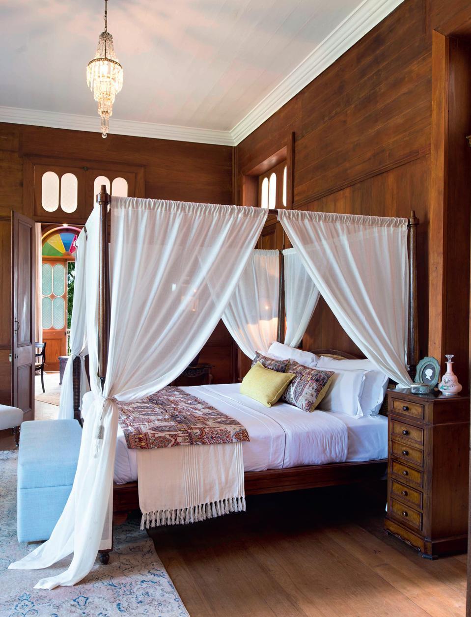 Балдахин над кроватью в английском стиле