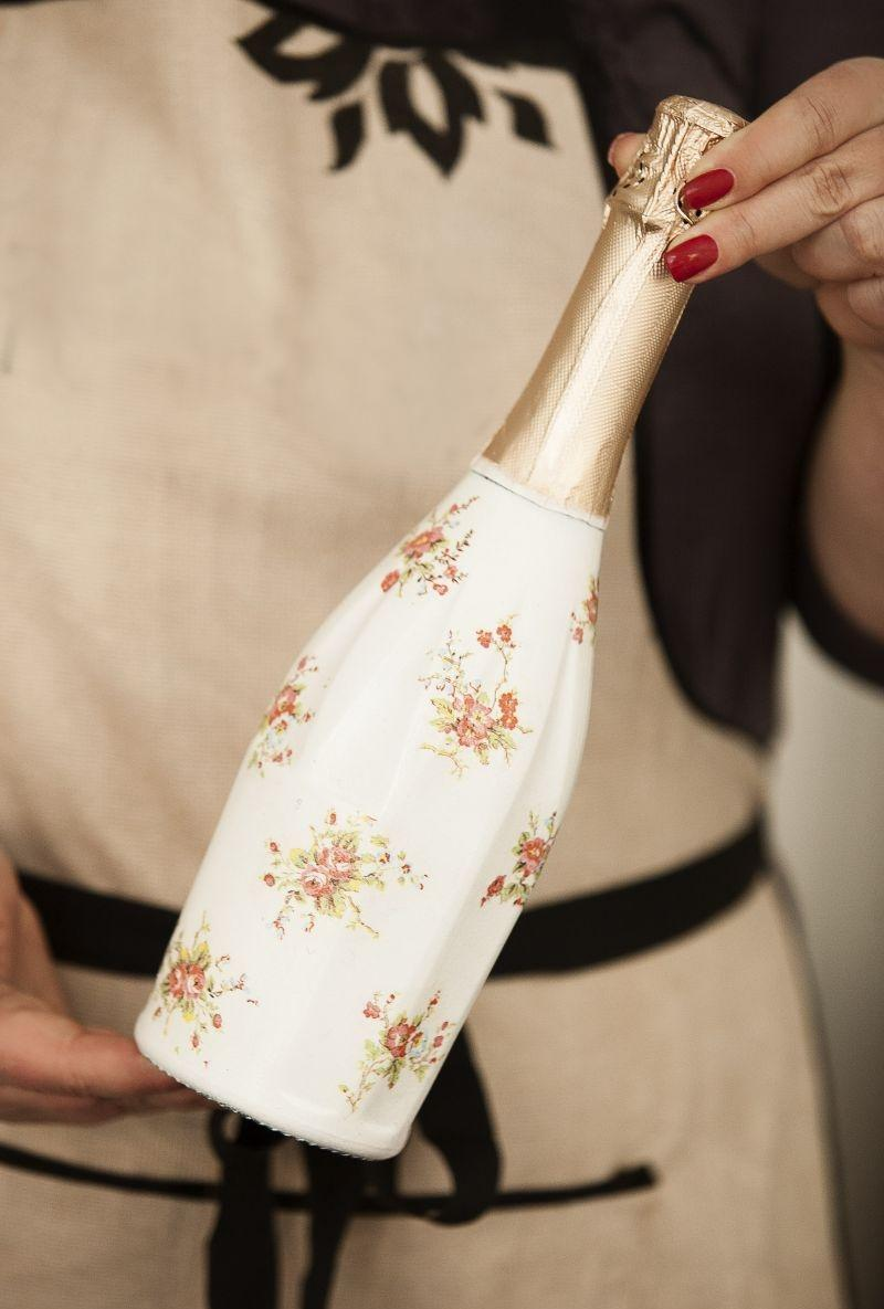 Декупаж бутылки шампанского цветами