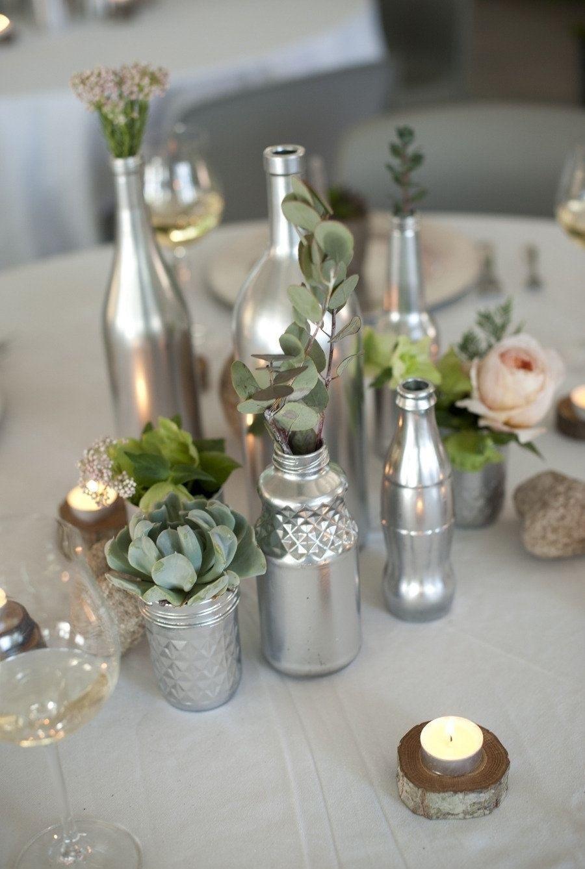 Декор бутылок серебристой краской для украшения кухни