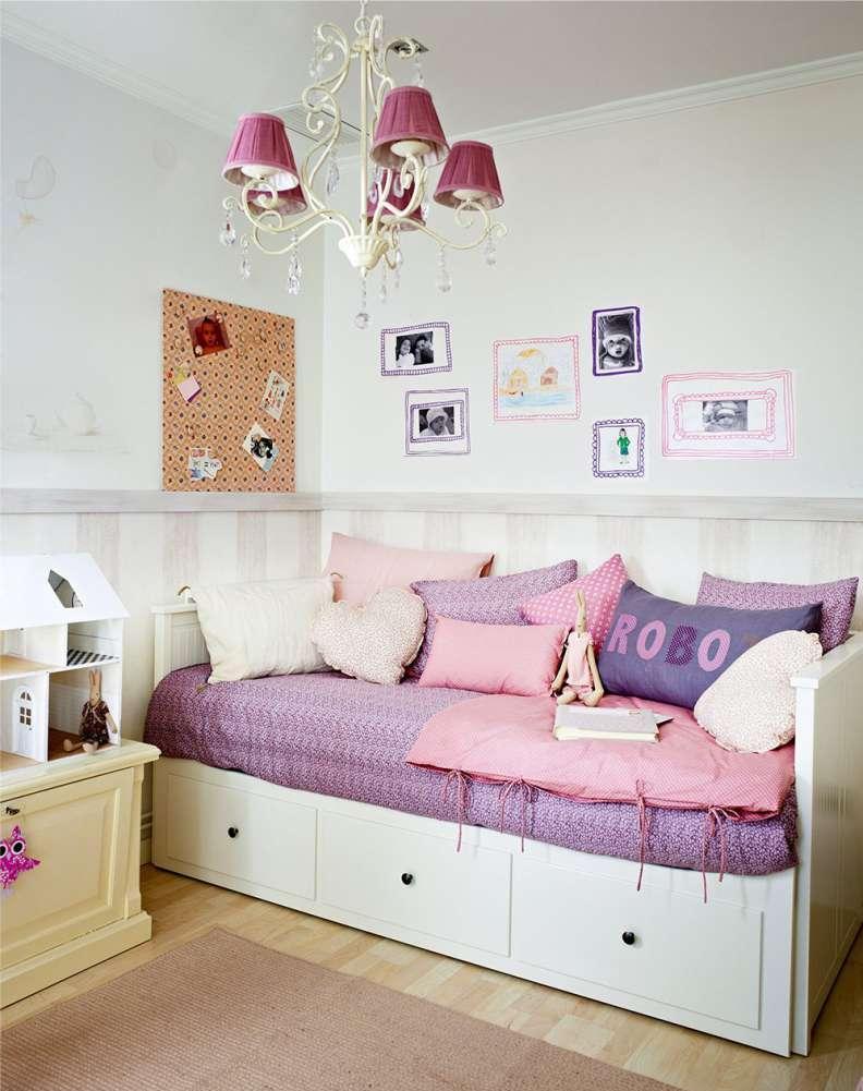Деревянный диван для девочки