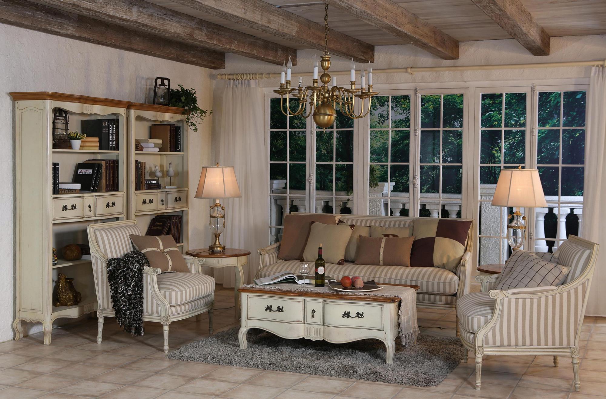 Коричнево-бежевая просторная гостиная в стиле прованс