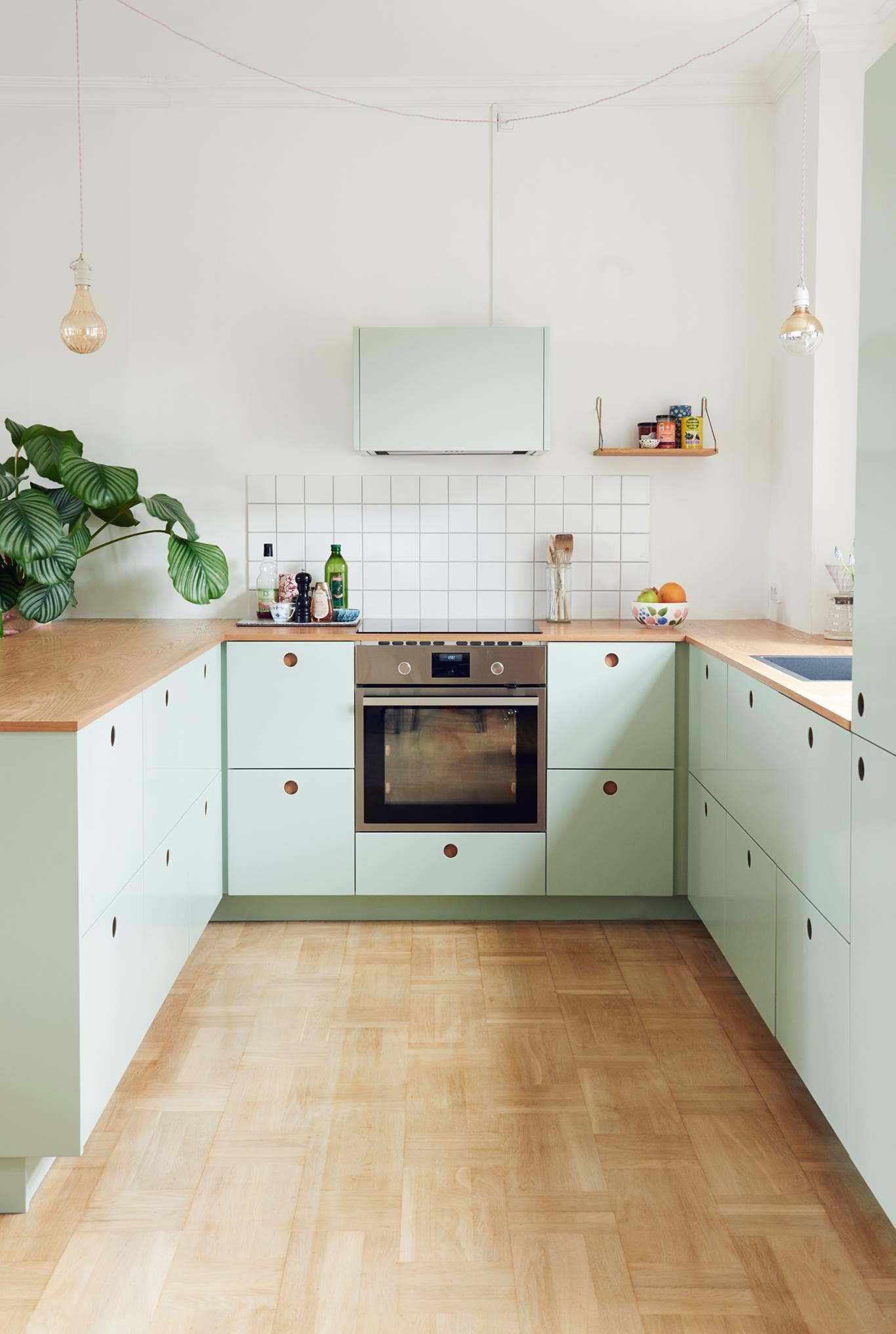 Кухня 14 кв. м в пастельных тонах