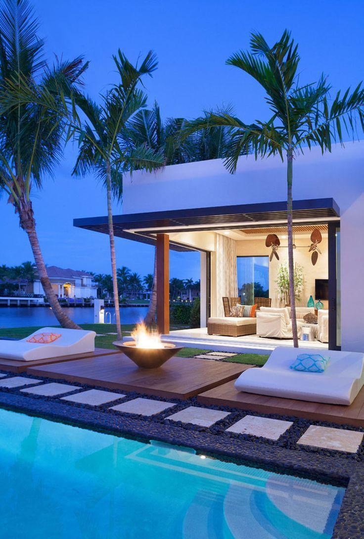 Бассейн в тропическом стиле