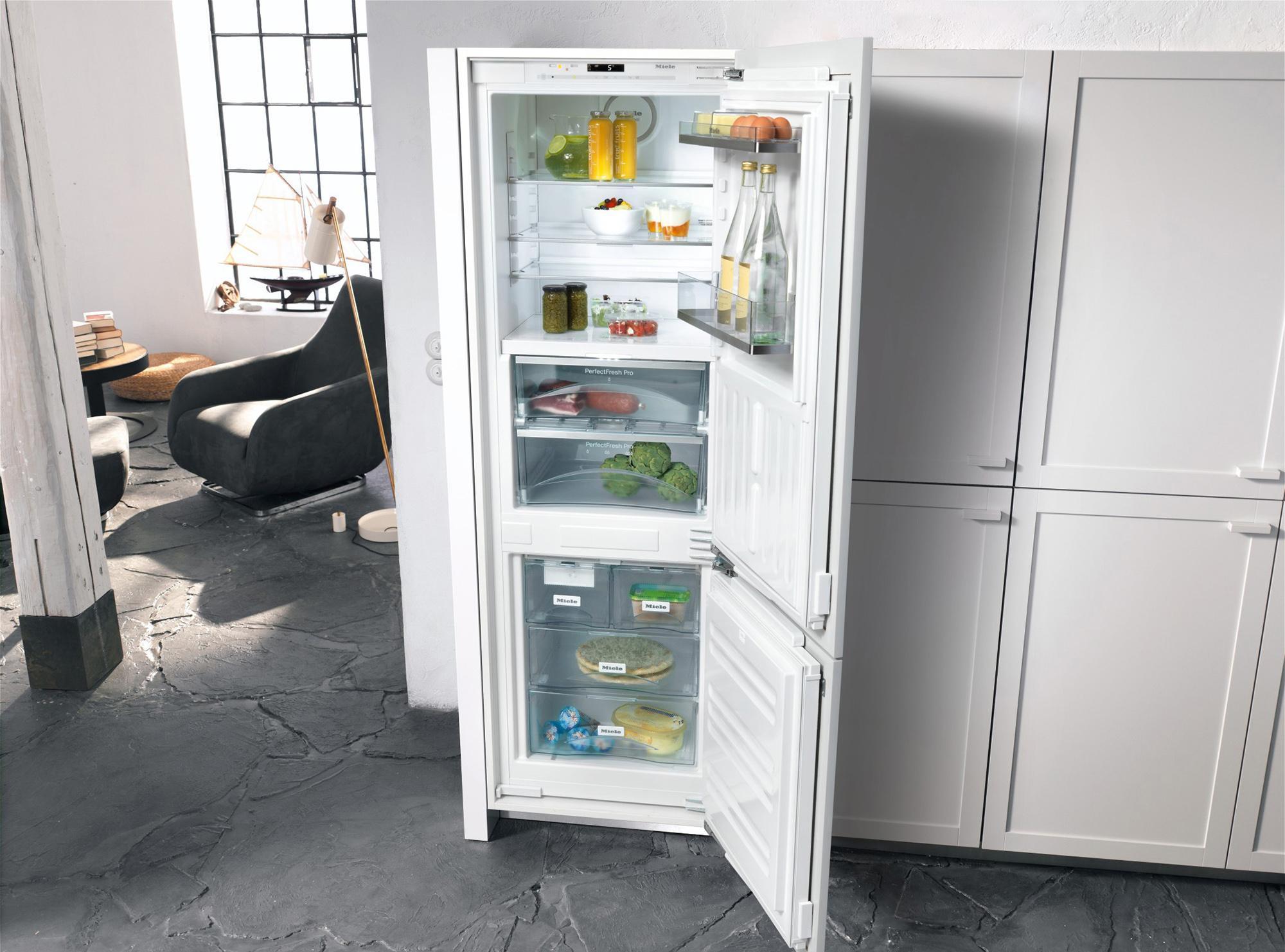 Замаскированный встроенный холодильник